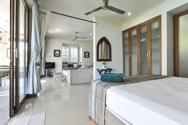 Oceanfront Penthouse @ Aquaria Eco resort Bali - Candidasa - Apartament