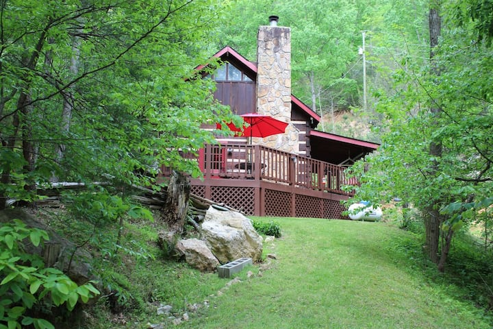 Secluded Feel but close to All,2BR,1.5BA,w/Hot Tub