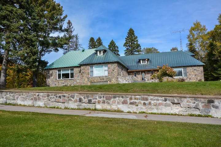 Lakefront Mansion on Private Estate - Sainte-Agathe-des-Monts - Hus