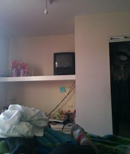 Private room in Statesboro - Statesboro