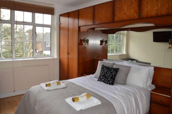 Kathleen House - Enfield - Bed & Breakfast