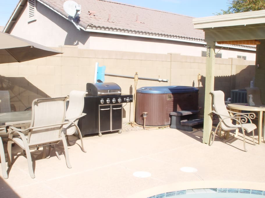 your outdoor dinning for 8~gas grill~2 person Jacuzzi~heated swimming rpool~gym equipment