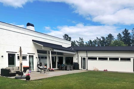 Modern villa close tothe City, beach & archipelago