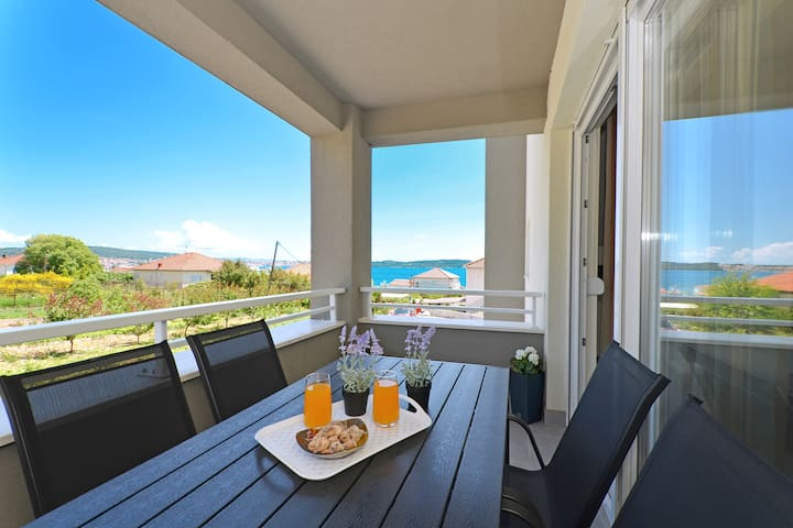 Apartment- 100meters from the beach, free parking