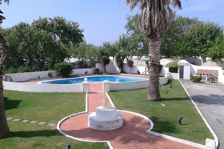 vivenda t3 com piscina - Lourinhã - 度假屋