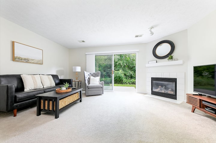 🌱 Contemporary Stylish 2BDR near Downtown Traverse City! - 105