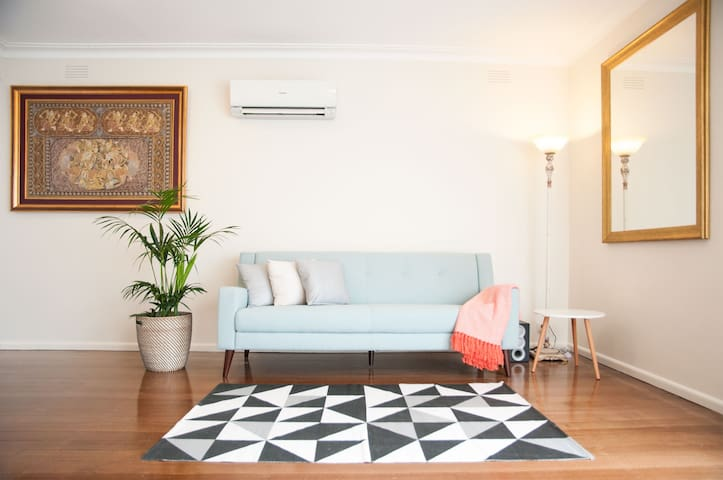 Cosy home away in strategic location - Surrey Hills - Apartment