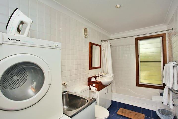 Bilby Spa Lodge Eaglereach - Vacy - Houten huisje