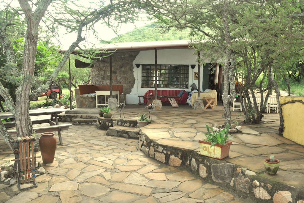 Outdoor BBQ & open fire pit on the verandah - perfect for sundowners