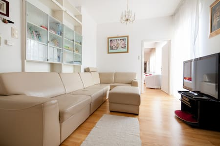 Stylish house in residential area - Budapest