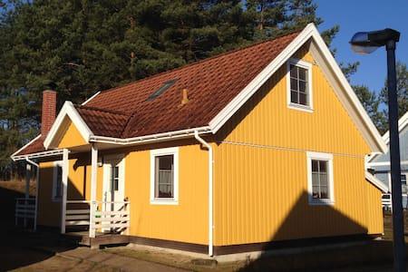 Haus am See, 4 Schlafzi., 2 Bäder, 2 Boote, Kamin - Userin