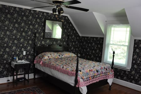 Wayne B & B Inn - Mainline Room - Wayne - Bed & Breakfast