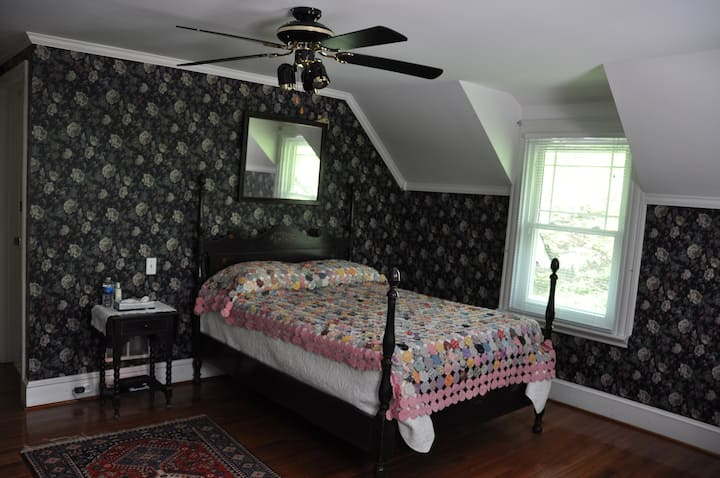 Wayne B & B Inn - Mainline Room