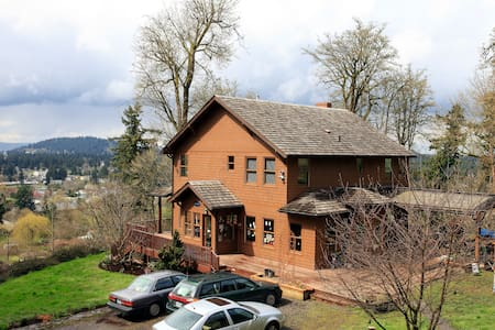 Powell Butte-City Views- Maple Room - Portland - House
