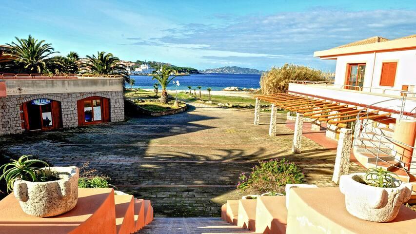 Bilocale al piano terra 100 mt da spiaggia a Palau