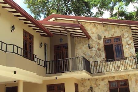 Natural Stone Villa - Katunayake - Appartement