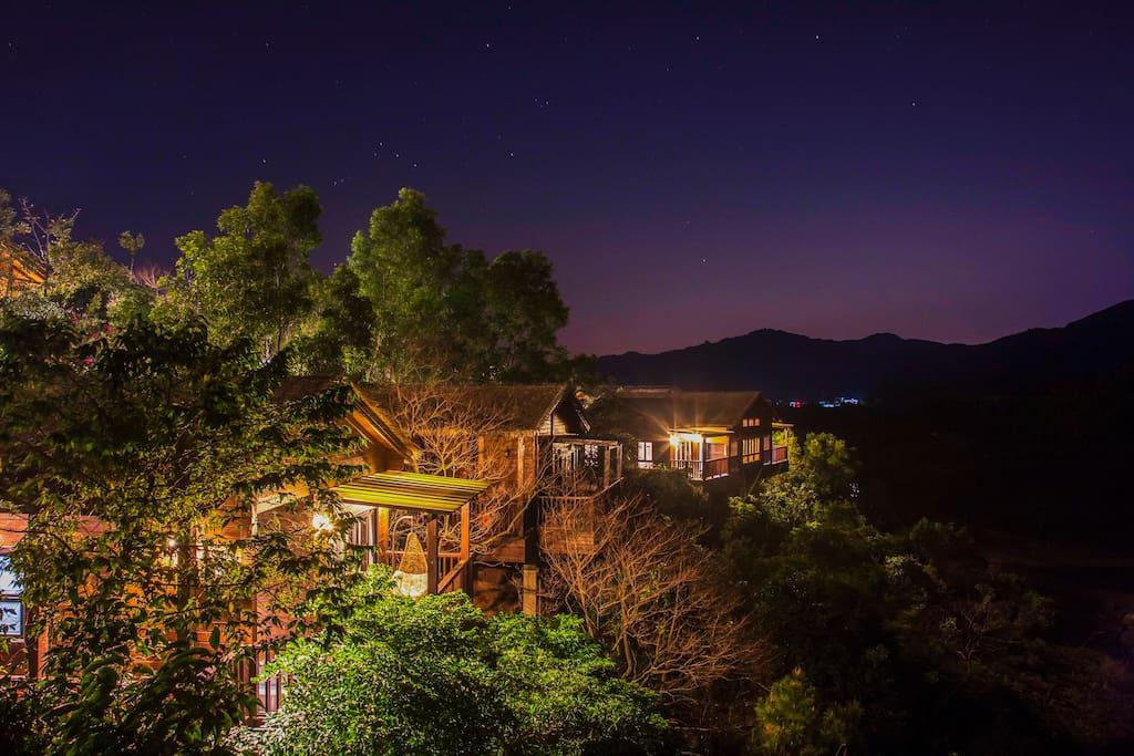 山顶木屋夜景