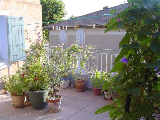 Grande chambre -maison coeur de village- Provence - Saint-Saturnin-lès-Avignon