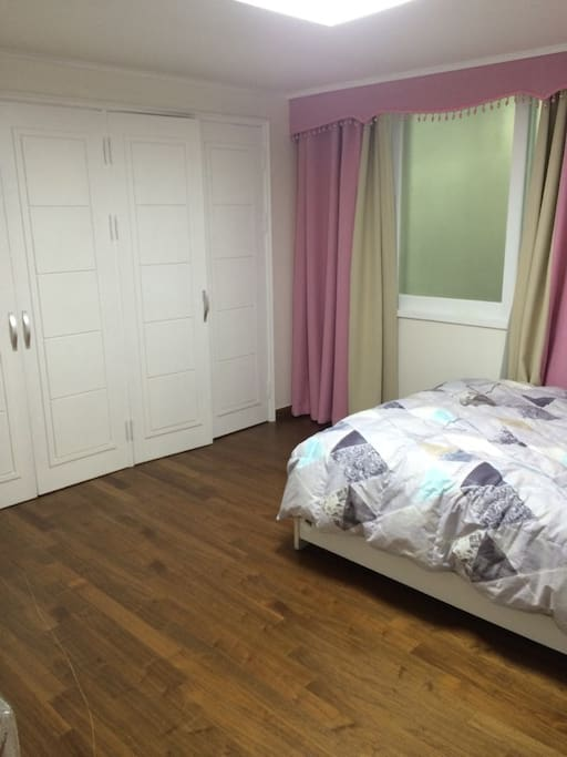 Queen Size bed and Built-in Wardrobe