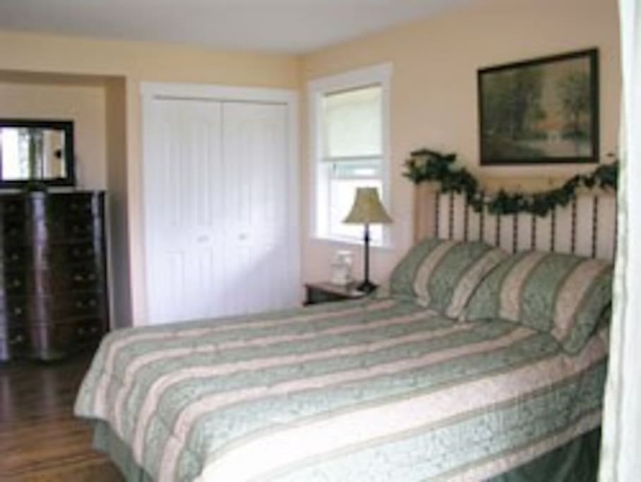 Two Eagles Lodge B&B room with private entrance, private bath--million-dollar view!