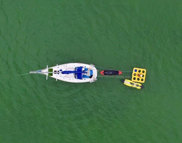 Miami Yacht Rentals - 30' SailYacht - Happy Hour!