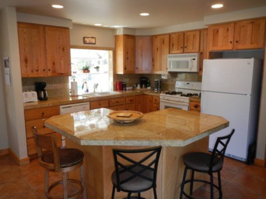 Spacious kitchen w/large breakfast bar, large picnic style dining table in the kitchen/dining space
