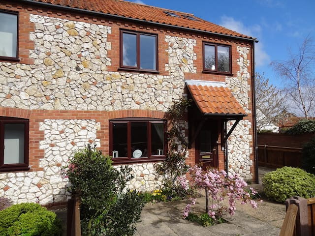 Modern Cottage North Norfolk Coast - Thornham - House