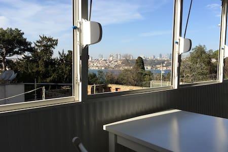 Private single room with Bosphorus view - Üsküdar - Apartment