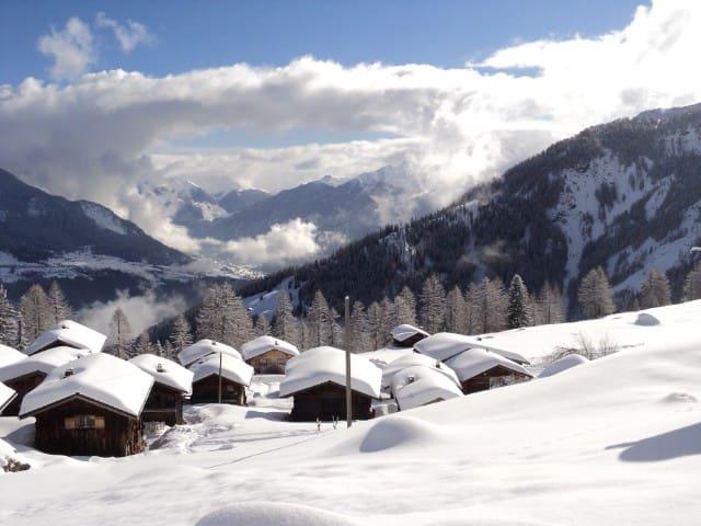 Gemütliches Ferienhaus - Mutten - Talo
