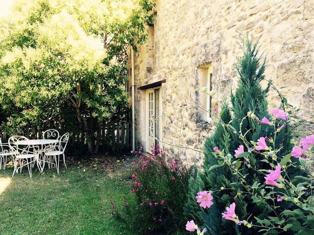 Maison de campagne près de Blaye - Saint-Paul - Huis
