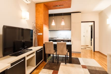 M Apartment New Belgrade - Belgrado - Appartamento