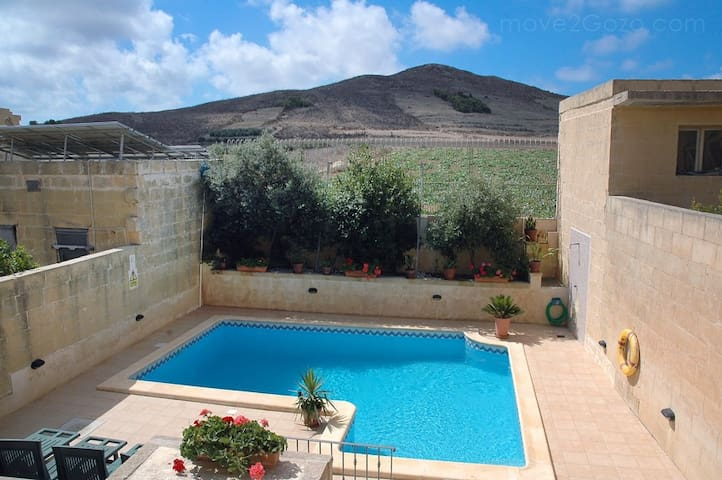 Luxury 3 Bed with pool, quiet area - Gharb - Appartement