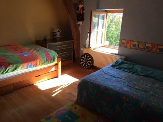 La chambre ( 2 ) lit double et lit simple