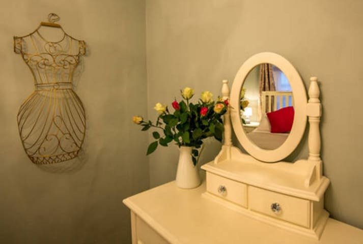 Mint Leaf Cottage, Bruton (Free Wi-Fi & Parking!) - Bruton - Haus