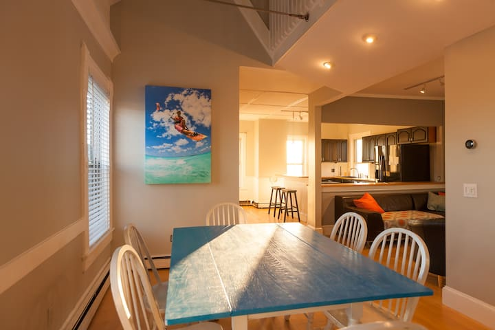 Sun swept 4 bed on the edge of downtown - Newport - Departamento