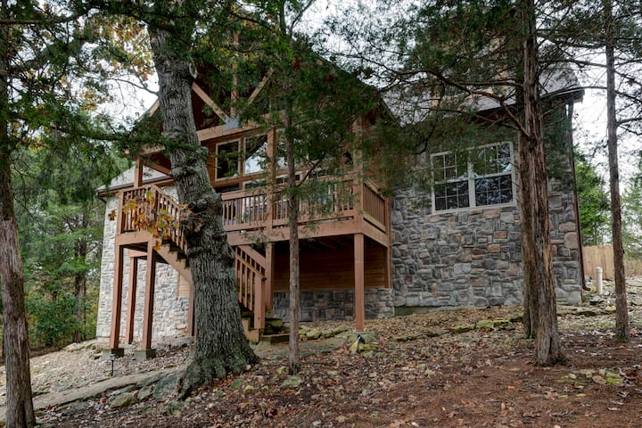 Stunning Lodge for Group Getaway | 4 Master Suites