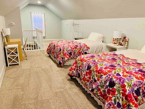 RL Wise Cozy Little Home / Main & Loft