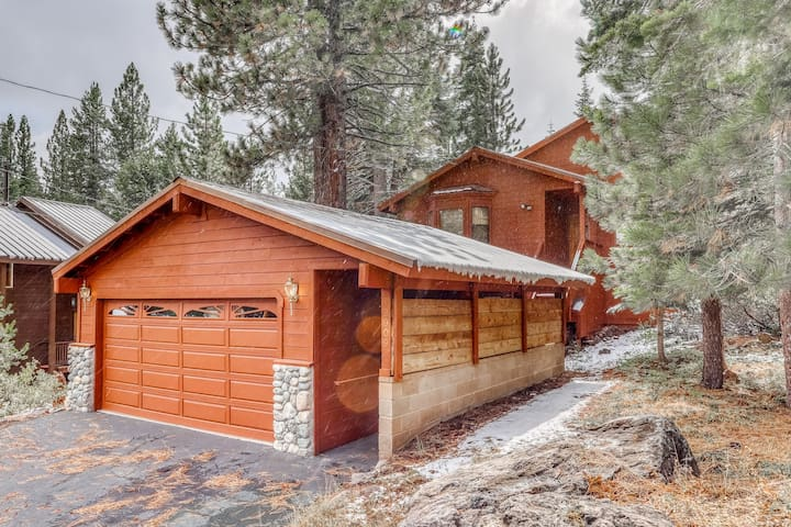 Family-friendly home w/shared pool, hot tub & access to Tahoe/Donner amenities