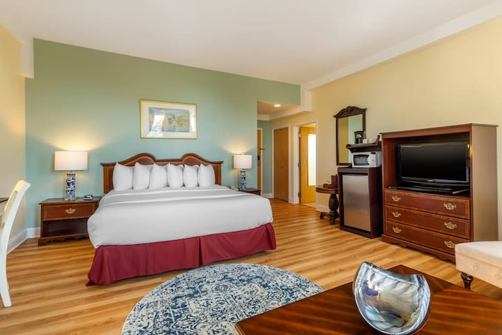 King Room, Carriage House Newport (Free Breakfast)