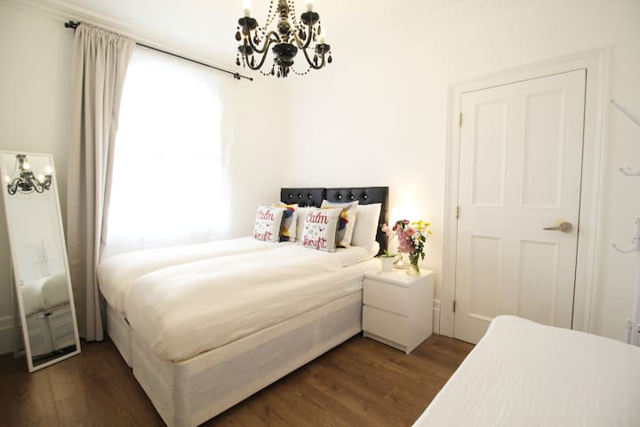 New Lovely & Charming Twin/Triple Room Victoria*