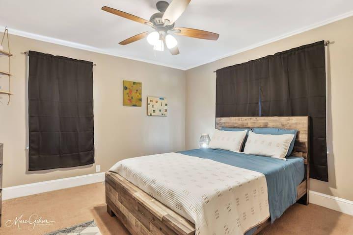 Bedroom #2 (Queen bed)