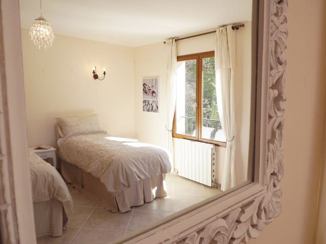 Bedroom 2, twin room