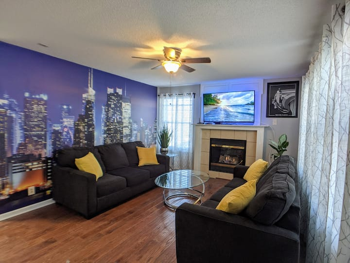 Overland Park Downtown | Comfy, Clean & Safe house