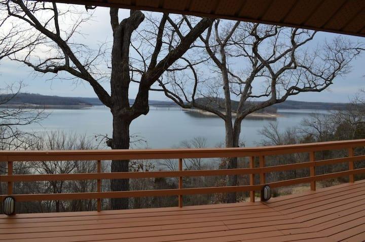 Lake Norfork Cabin B
