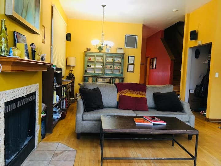 Spacious & serene in hip spot. Sleeps 4.