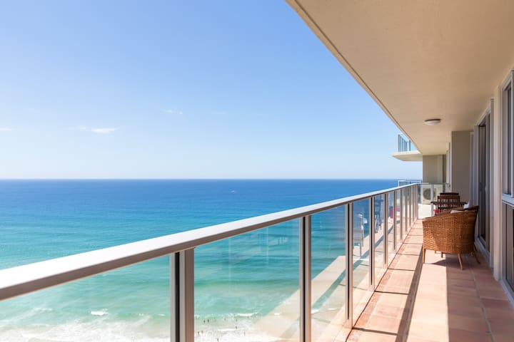 Surfers Paradise Beach Front Ocean Views Renovated
