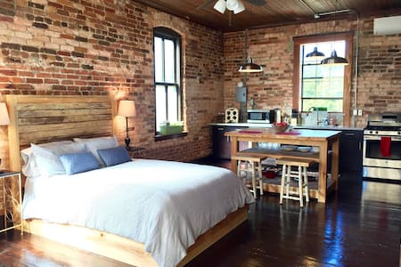 Newly Remodeled Downtown Loft - Pensacola - Loft