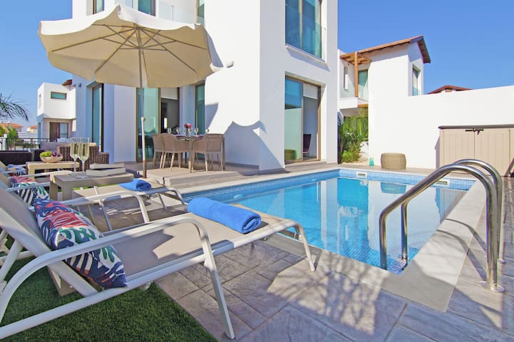 Jacova-3 bed family villa in Protaras AyiaTriada