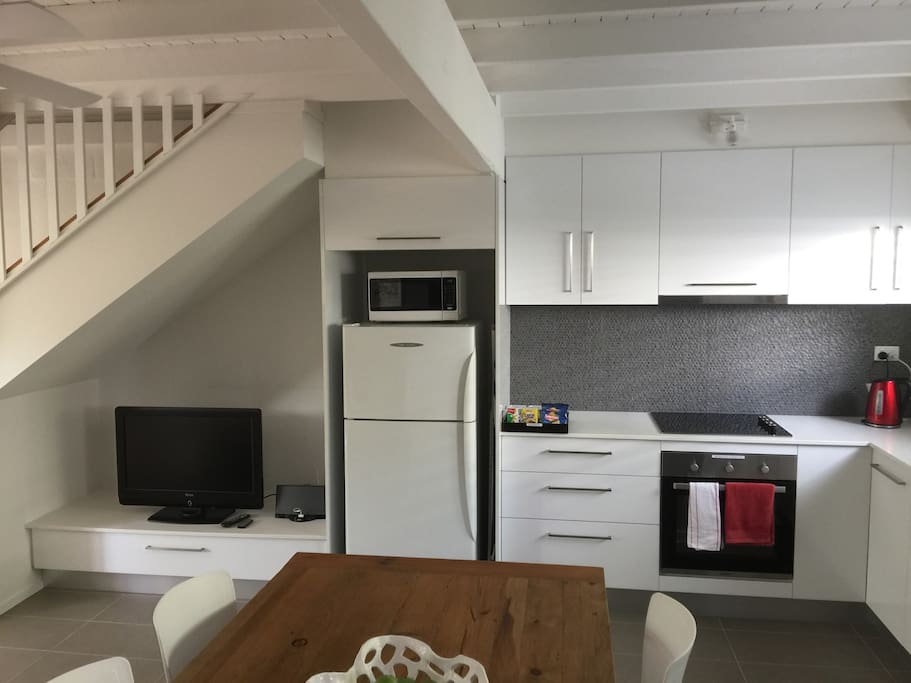 TV, Bose sound system, microwave & full stove & oven