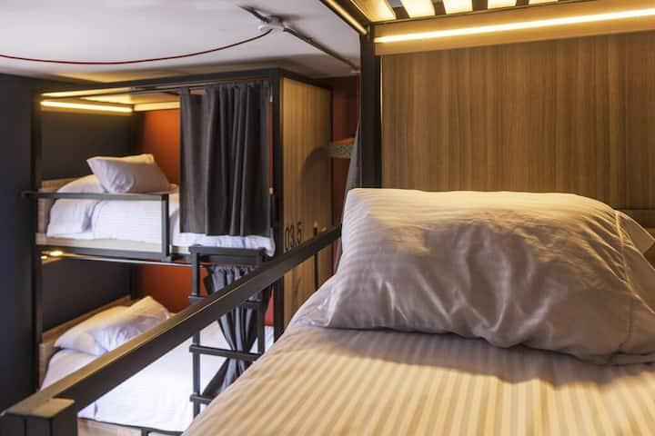 Habitación compartida de 4 camas en Bandido Hostel